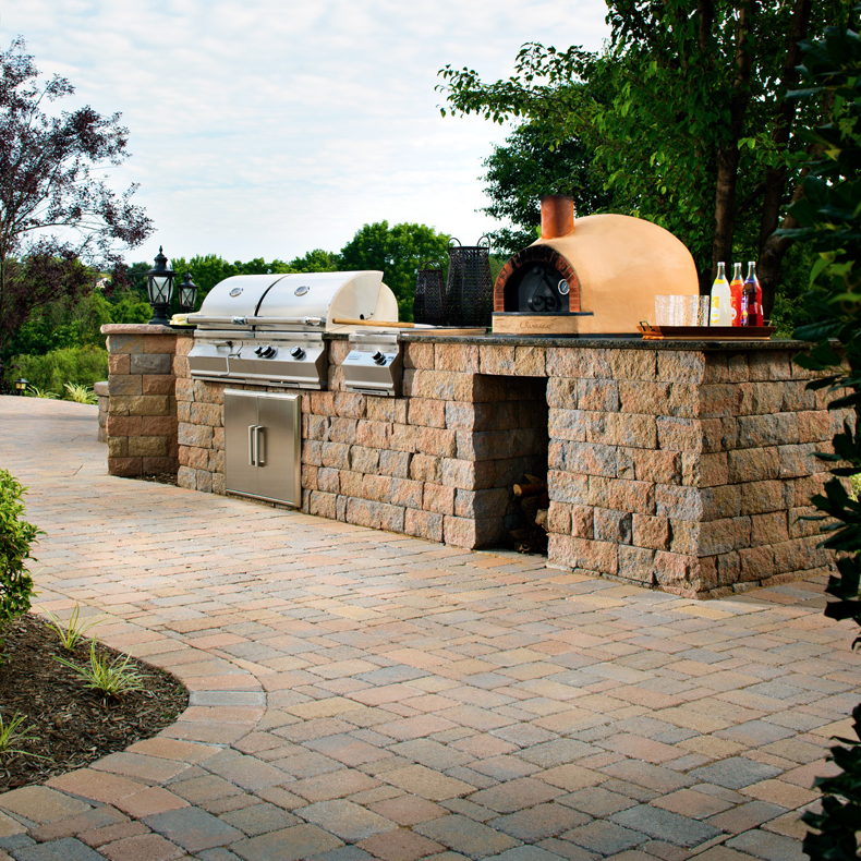 Outdoor Kitchens that increase your ROI and entertaining space.