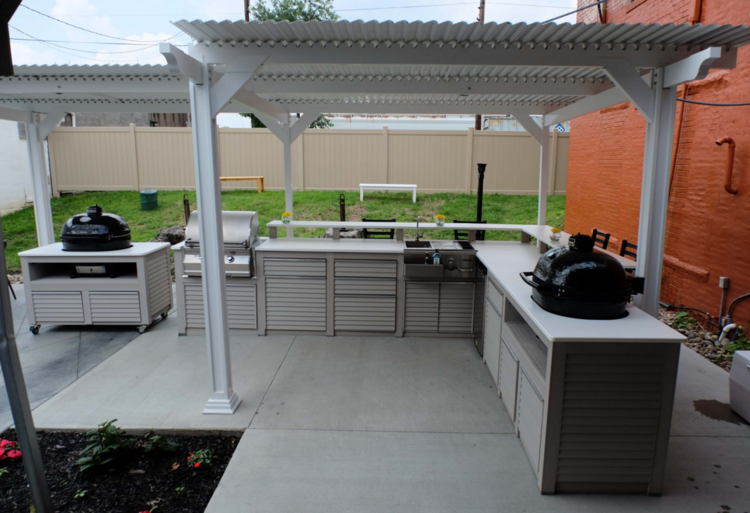 Outdoor kitchen designs with roofs power outdoor rooms for Outdoor kitchen roof structures